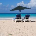 Más turistas con más gasto menos empleo con menos sueldos: el combinado veraniego